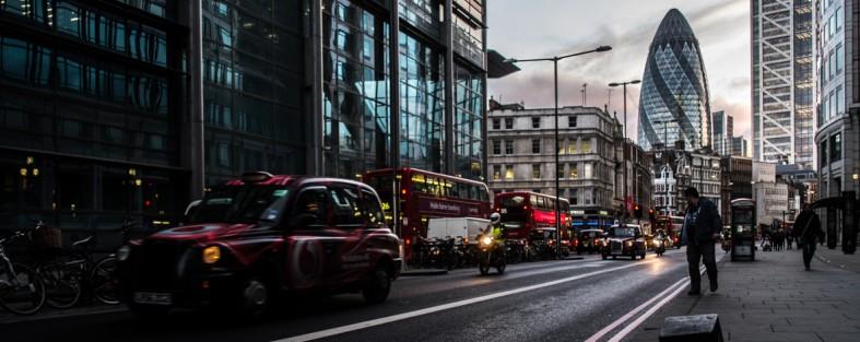 Straßenverkehr in der Innenstadt von London
