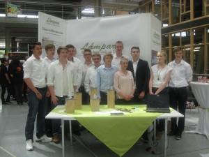 gruppe schueler die am landeswettbewerb lampara hannover teilgenommen haben